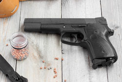 Pneumatic (gas) gun, magazine, holster and balls for shooting at a wooden table