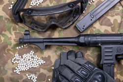 Airsoft gun with protective glasses and lot of bullets Premium